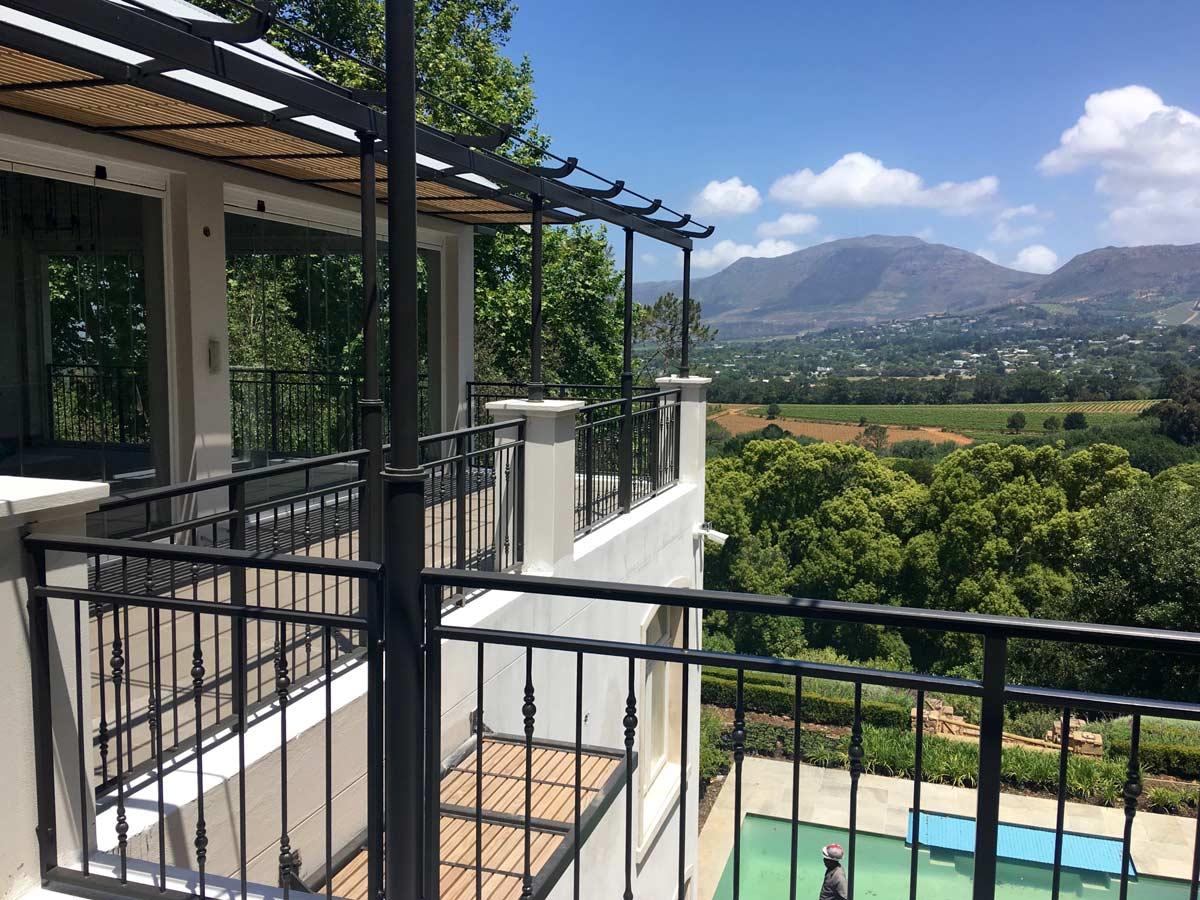 balcony_pool